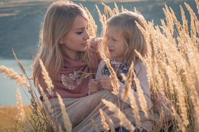 Ansiedad en Niños_Madre ayuda a hija